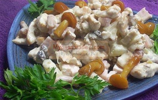 Новогодний салат с грибами