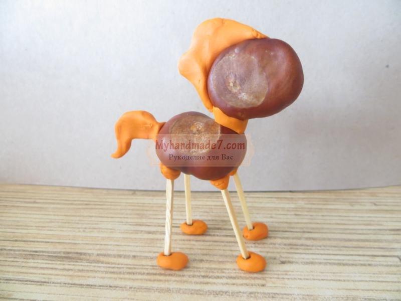 лошадка из каштанов и пластилина