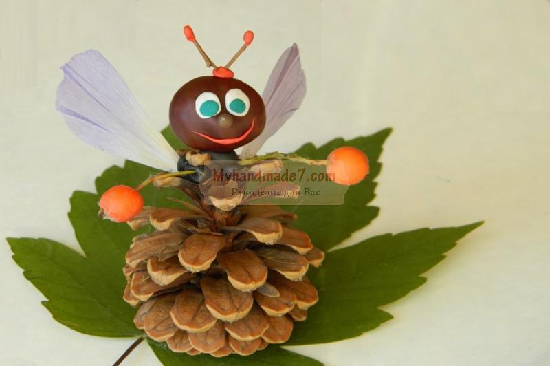 муха-цокотуха из природных материалов