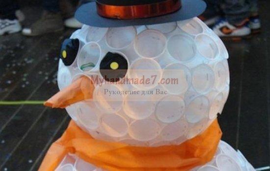 Снеговик из пластиковых стаканчиков. Отличные варианты поделки