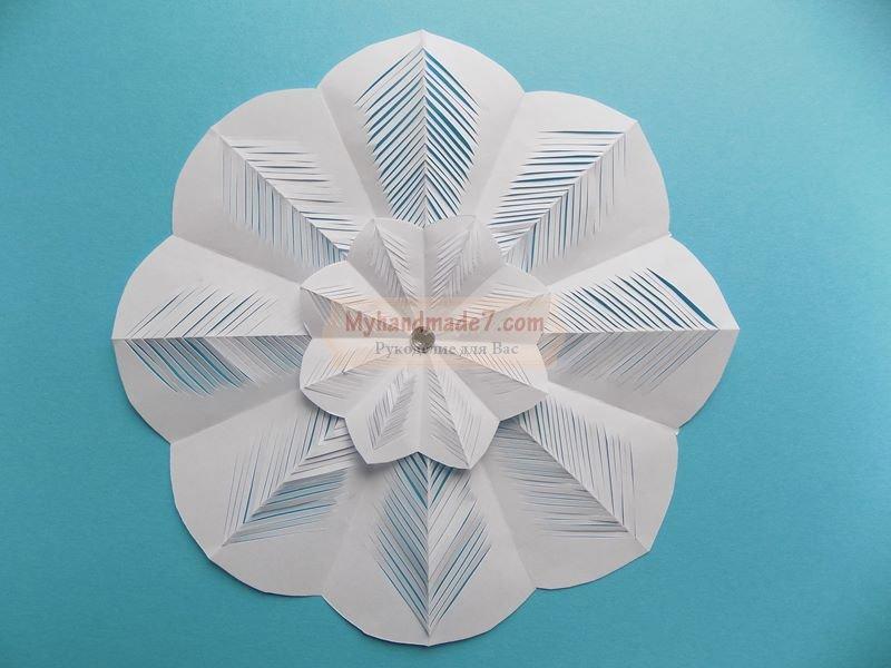 Резная снежинка из бумаги
