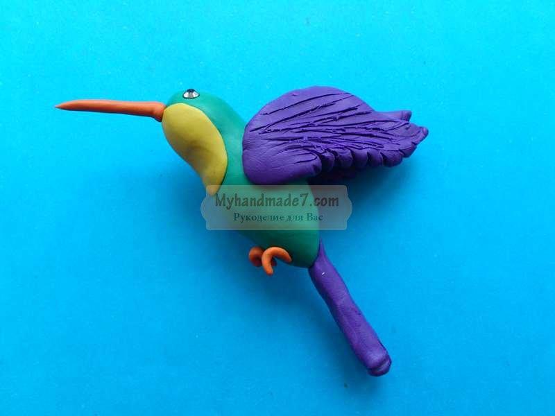 Птичка колибри из пластилина